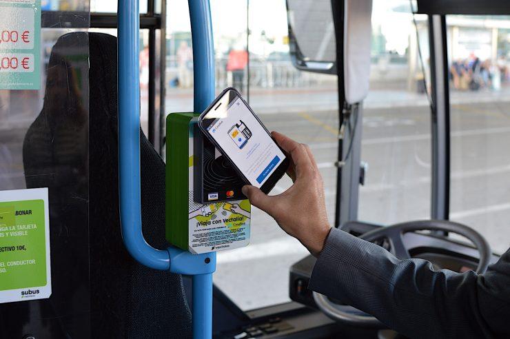 El pago con el móvil es una de las opciones del nuevo sistema.