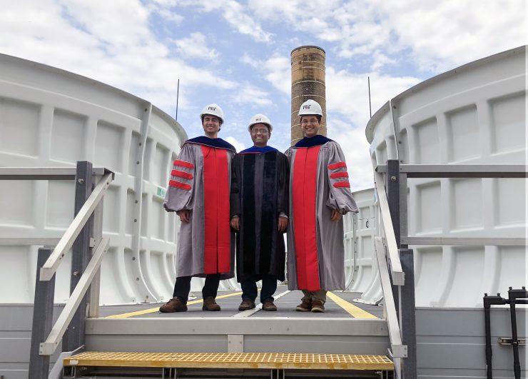 Damak, Varanasi y Khalil, en la planta donde aplicaran esta nueva tecnología. Christine Daniloff/MIT