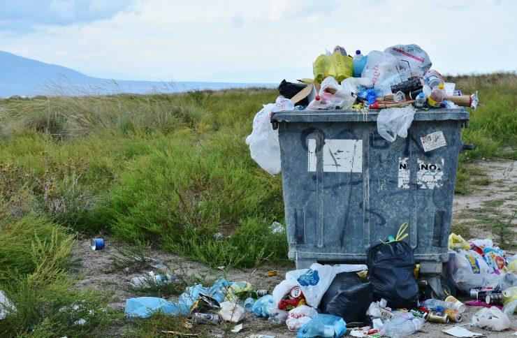 Para acabar con el despilfarro de las bolsas de plástico se prohibirá su gratuidad.