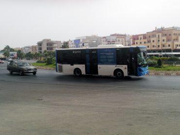 Uno de los autobuses con los que Vectalia presta el servicio en Nador.