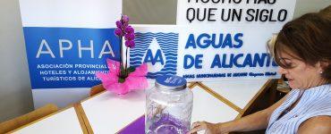 Los dispensadores de agua del grifo estarán en las entradas de los hoteles participantes.