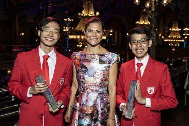 Caleb Liow Jia Le y Johnny Xiao Hong Yu han ganado el Premio Junior del Agua Estocolmo 2018 por su trabajo para purificar agua con óxido de grafeno reducido.