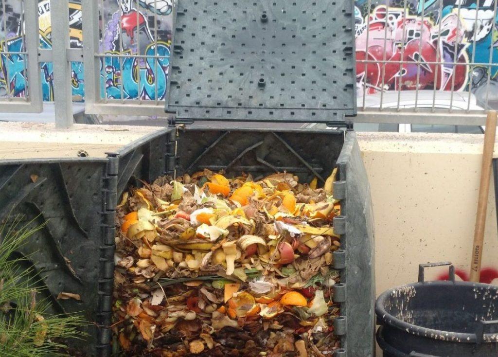 Una planta de compostaje les permite aprovechar los residuos.