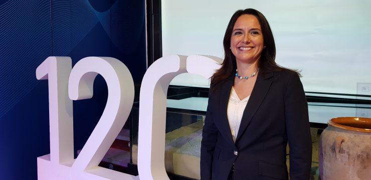 Amelia Navarro destaca los setenta actos con que Aguas de Alicante ha celebrado sus 120 años de historia.