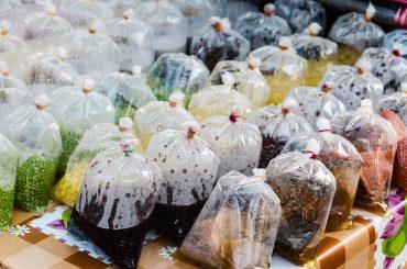 Las bolsas de plástico de un solo uso son algunos de los productos que se quieren eliminar con este pacto.