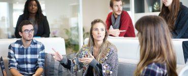 Una empresa es una reunión de personas con diferentes roles complementarios que comparten una misión y una visión. La comunidad y ella deben relacionarse.