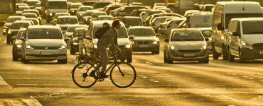 El borrador del Gobierno marca la pretensión de prohibir la matriculación de vehículos que emitan dióxido de carbono.