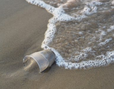 De los residuos plásticos se generan otros nuevos, los microplásticos.