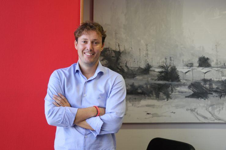 El edil Andrés Campos explica el proyecto pionero de Torrent en administración electrónica.