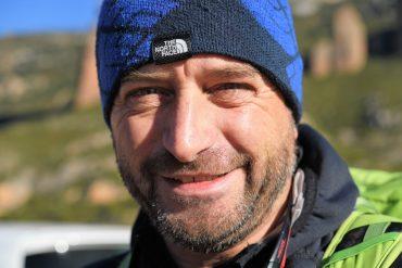 El profesor Ignacio Aldea repasa los datos de emisiones de CO2 en el día de acción frente al calentamiento terrestre.