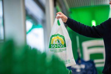 Mercadona adelanta el cambio de materiales en sus bolsas de plástico e introduce las de papel.