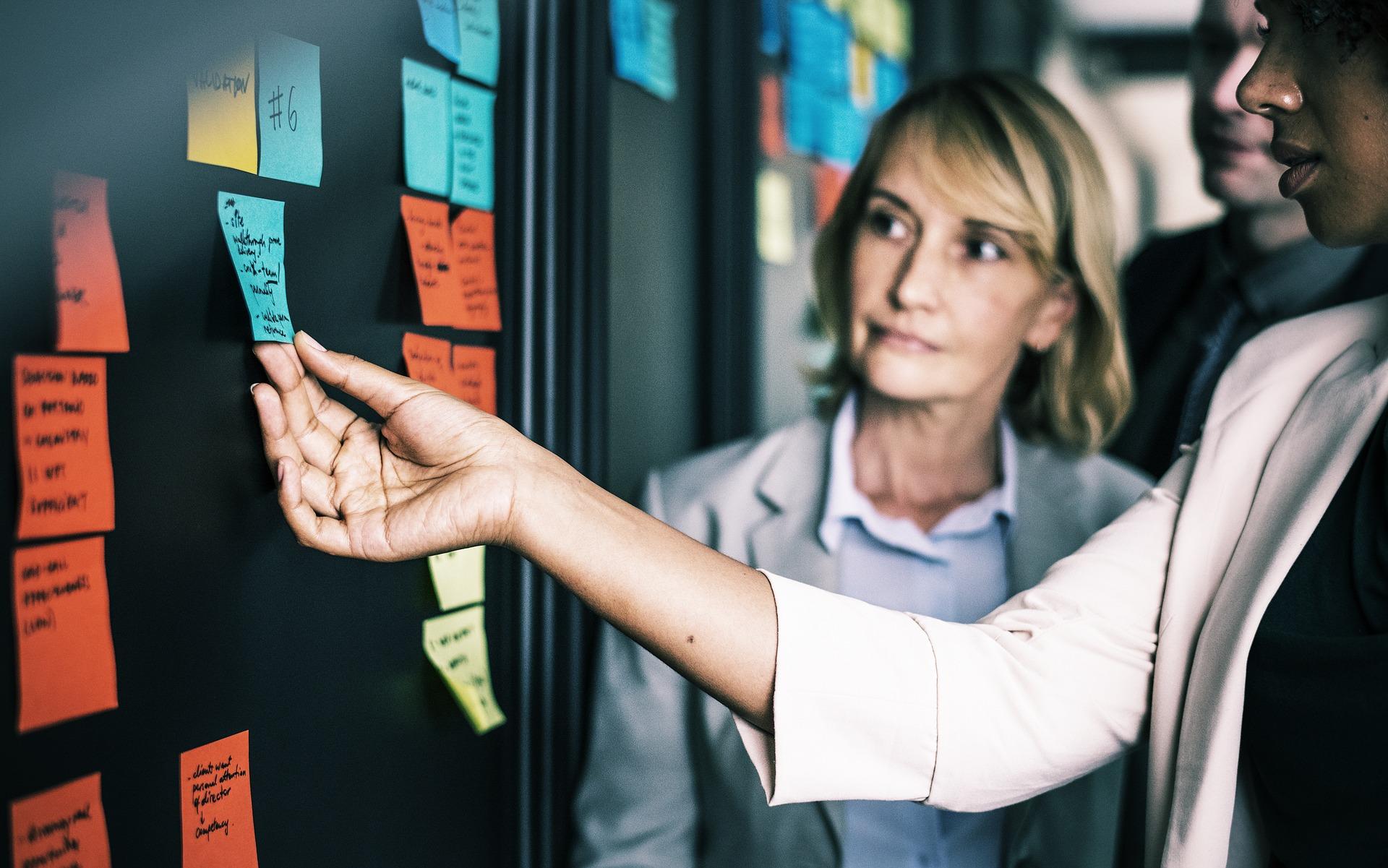 Aplicar la responsabilidad social corporativa compete a todos los participantes de la empresa. Los empresarios deben ser socialmente responsables para que las empresas lo sean.