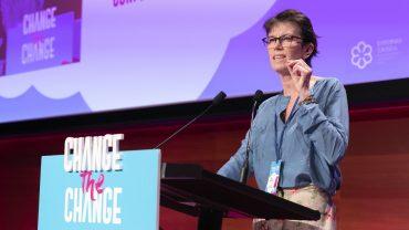 La codirectora ejecutiva de Greenpeace, Bunny McDiarmid, destaca la lucha de las mujeres para frenar el cambio climático.