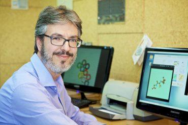 Juan Carlos Sancho García, de la Universidad de Alicante, ha participado en este estudio que busca conseguir mejores pantallas para dispositivos móviles.