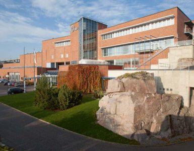 La planta de tratamiento de aguas residuales Viikinmäki en Helsinki es un ejemplo del cambio de la economía lineal a la circular por su aprovechamiento de las aguas residuales como recurso.