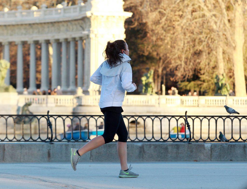 Para correr, lo mejor es evitar las vías donde hay más tráfico o los horarios con mayor circulación.