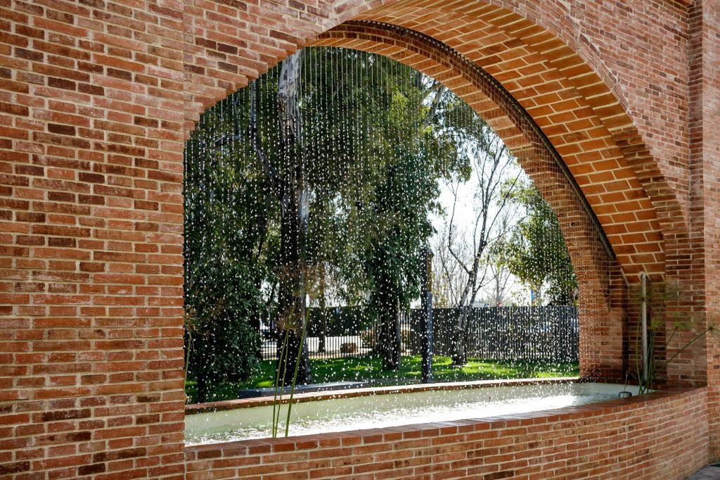La cascada de la Casa Vicens se ha reconstruido como parte del Museu de les Aigües