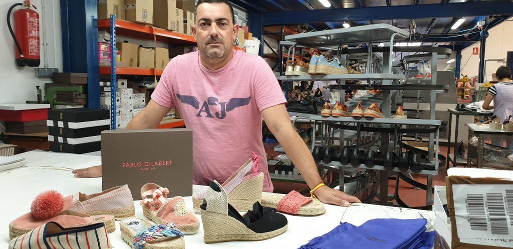 Pablo Gilabert sabe del gusto por las alpargatas, hechas de cáñamo, en el mundo. Donde más vende es en Japón.