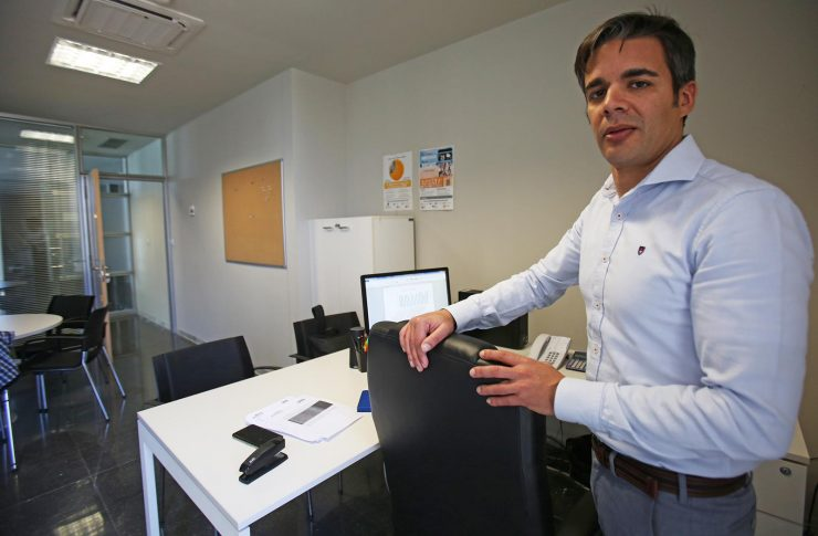 Javier Sancho es el director del Parque Científico de la UMH y explica la orientación hacia lo agrotecnológico que adoptará el centro de Orihuela