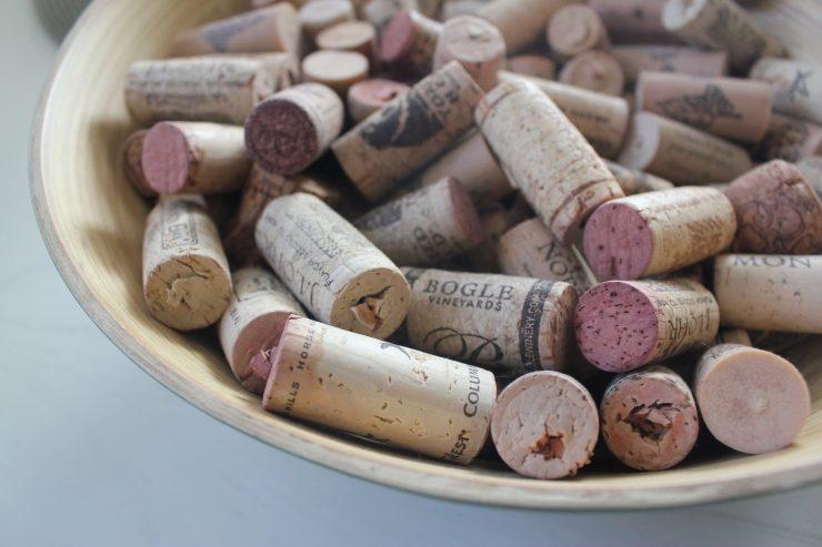 Los tapones de vino ya no son solo de corcho. Saber dónde desecharlos es un punto a tener en cuenta
