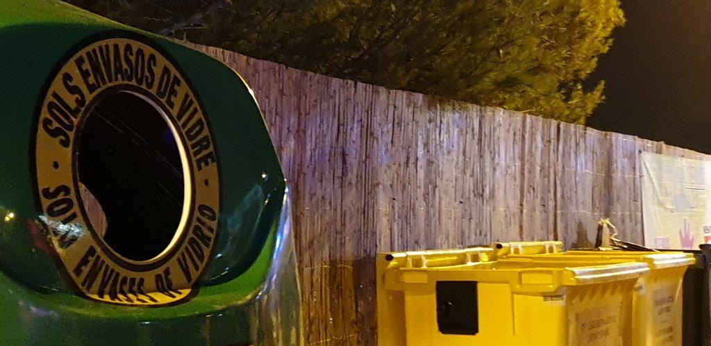 La facilidad de acceso a los contenedores es clave para animar al reciclaje en festivales.