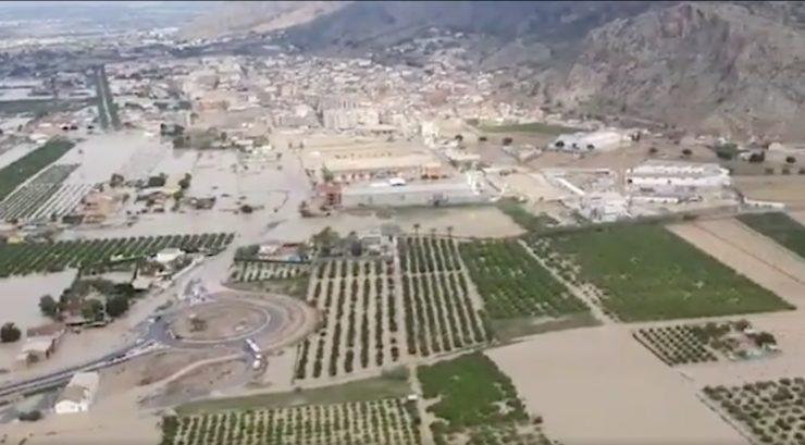 La ministra en funciones Teresa Ribera ha explicado los planes en marcha para prevenir y actuar ante episodios de inundaciones como este de Almoradí y el resto del sureste español.