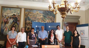 El programa de la Nit Europea de la Ciència, el rector de la Universidad de Alicante confía que anime a aumentar las vocaciones científicas.