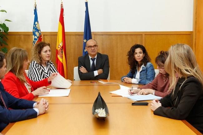 Palomar, Robles y Francés han presidido la firma del acuerdo entre ambas entidades.