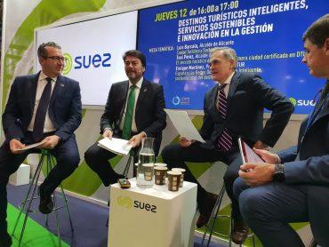 Luis Barcala ha presentado en la COP25 las acciones con las que quieren desarrollar la Agenda Alicante 2030, con cien millones de inversión. Con él está el alcalde de Benidorm, Toni Pérez.