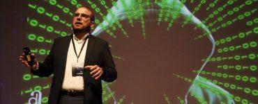Adrián Ballester en el congreso de Suma ha presentado las soluciones en IA que ya se están aplicando en Alicante