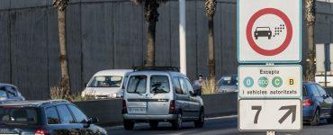 Día laborable y con la vuelta al cole. Con la rutina de vuelta, la ciudad ha conseguido un 2,4% menos de tráfico en la Zona de Bajas Emisiones. Foto del 2 de enero. Ayuntamiento de Barcelona.