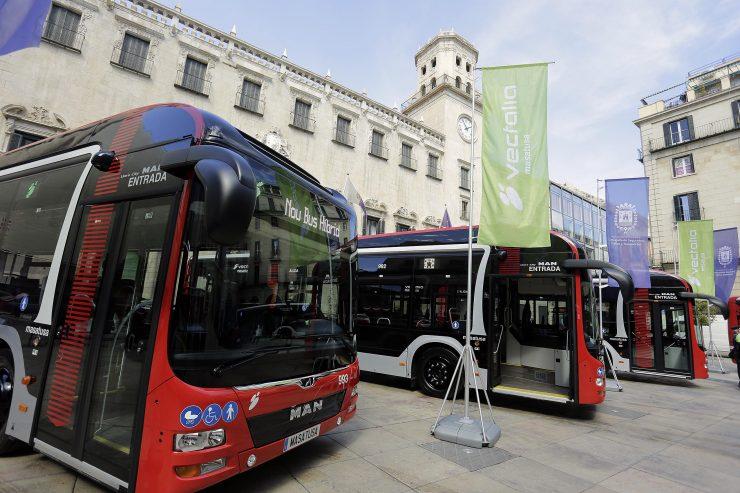 Casi 18 millones de viajes suponen un nuevo récord para el transporte urbano en autobús. Foto: Ayuntamiento de Alicante / Ernesto Caparrós