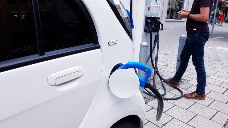 La AVI apoya el desarrollo de Ampere Energy de carga rápida bidireccional en baterías para vehículos eléctricos