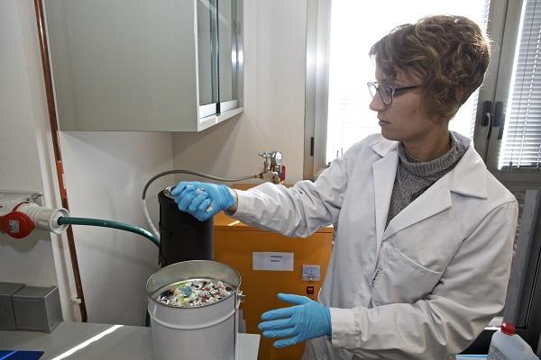 Eliminación de olores en plásticos reciclados