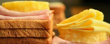 Un proyecto de la UV apoyado por la AVI investiga con NaturCheese un envase que alarga la vida útil del queso en lonchas y reduce el uso de aditivos.