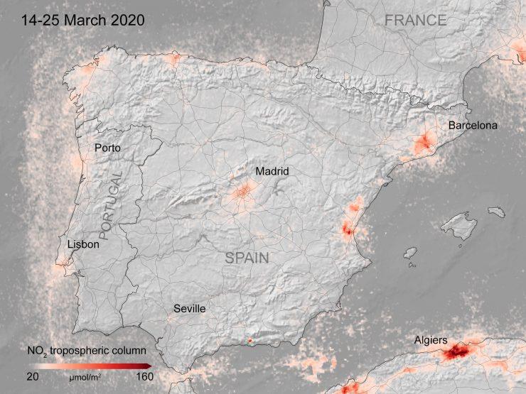 Un estudio italiano vincula la contaminación atmosférica con la rapidez en la transmisión del virus, ya que aprovecharía las partículas como transporte.