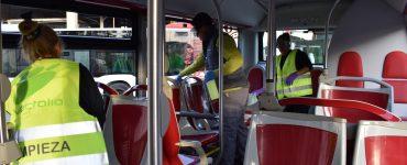 Autobuses a mitad de aforo y el pago solo mediante abonos. Estas son dos medidas que se aplican desde este miércoles en el transporte público de Alicante.