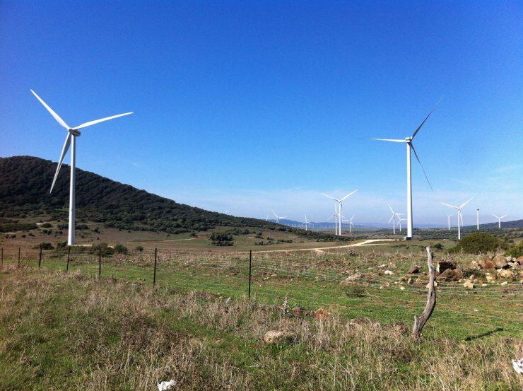 Las renovables avanzan en el mapa energético español, con la eólica destacada.