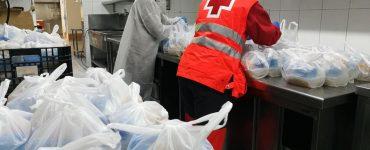 La Cruz Roja se encargará de recoger la comida en el restaurante Maestral y repartirla entre los más desfavorecidos durante dos meses.