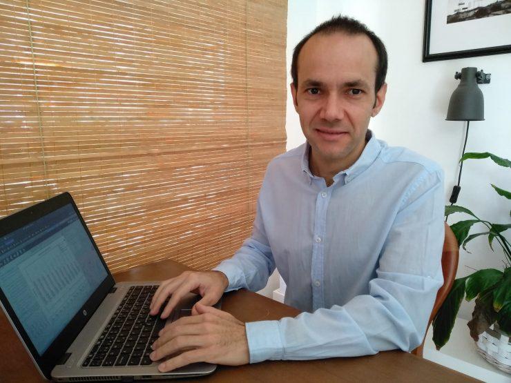 Miguel Balaguer es uno de los técnicos de Dinapsis que está trabajando desde su casa en la gestión de Dinapsis.