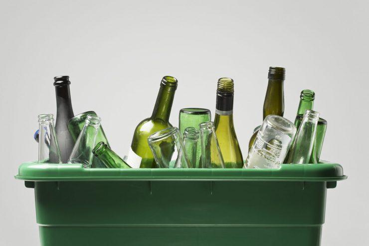 Los españoles reciclan un 30 % más de vidrio que hace cinco años