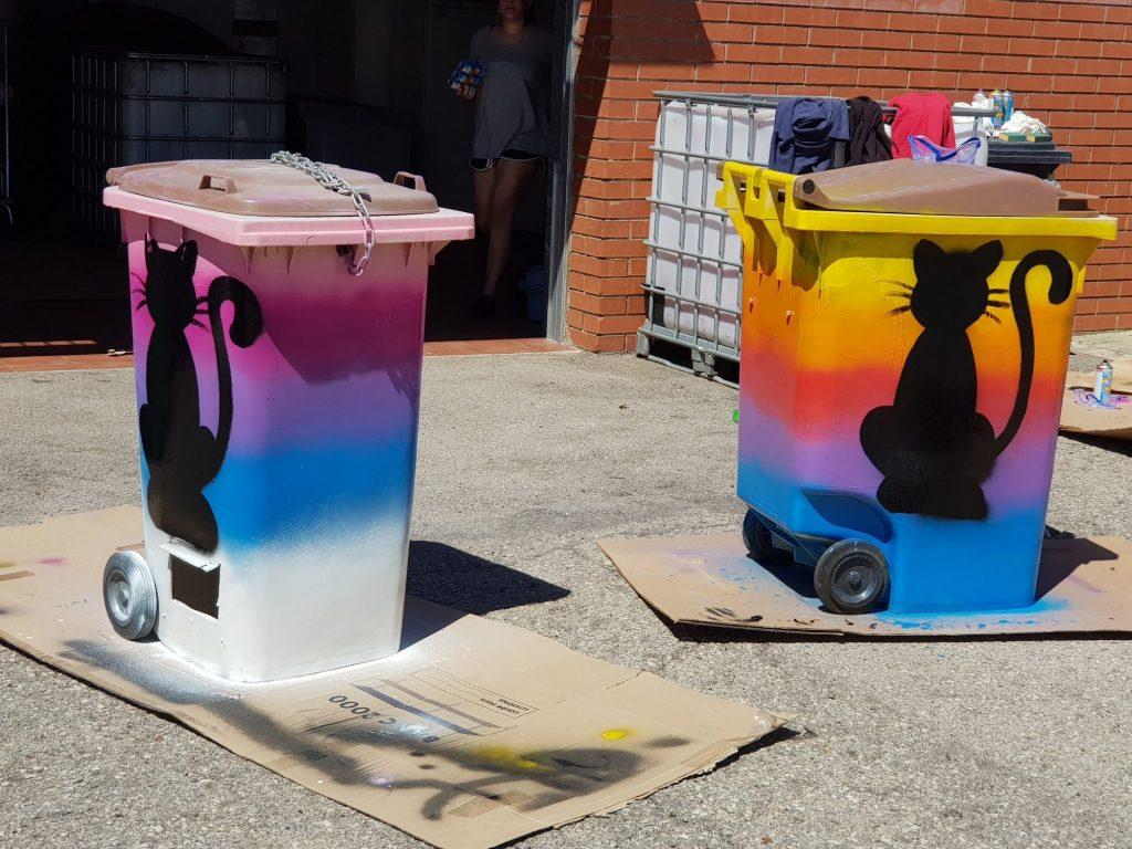 Los contenedores que reciclan para gatos como CatDonalds cuidan su decoración exterior