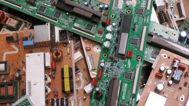 Cada año se generan millones de toneladas de residuos electrónicos. Y no los estamos reciclando adecuadamente. Así enferman sus trabajadores.