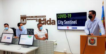 Antonio Sánchez y Rubén Alfaro en la presentación de la implantación en Elda de City Sentinel, la plataforma que alerta de coronavirus mediante el análisis de aguas residuales.