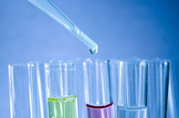 Un estudio de las universidades de São Paulo y la Jaume I de Castelló demuestra la eficacia del zinc y cromato de plata contra bacterias y hongos.