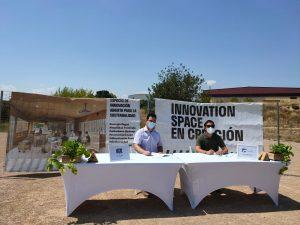 Firma del convenio entre el Ayuntamiento de Paterna y La Pinada Lab. Fuente Barrio La Pinada