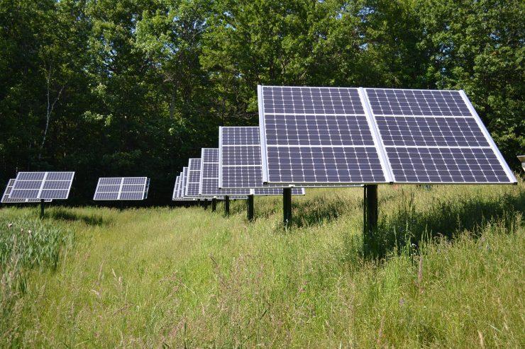 El hidrógeno verde proviene de la electrólisis de agua y la electricidad de fuentes renovables.