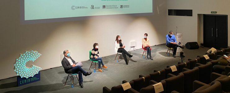 Rosabel Roig coordina el proyecto del Cenid para estudiar las competencias digitales de la ciudadanía de Alicante.