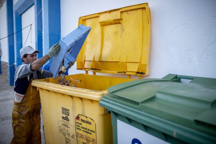 Los pescadores de las cofradías valencianas recogieron 76 toneladas de basura marina en 2019