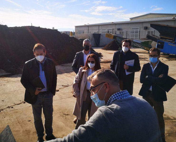 Visita a las instalaciones de la futura planta de aprovechamiento de lodos para crear compost en Pilar de la Horadada.